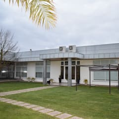CHOCA DO MAR - JARDIM DA CANEIRA: Espaços de restauração  por Jardins e Exteriores - Arthur Pereira - Arqto. Paisagista