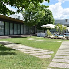 Salas de eventos de estilo  por Jardins e Exteriores - Arthur Pereira - Arqto. Paisagista