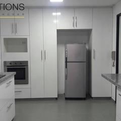 Remodelación Cocina Pardo: Cocinas de estilo  por YR Solutions,