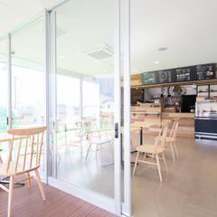 cafestand: INTERFACEが手掛けた商業空間です。,ラスティック 木 木目調