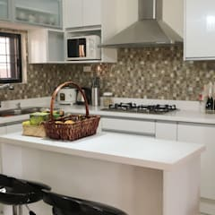 Diamond Dust Quartz Kitchen Countertop at La Vista Monte, Davao City:  Kitchen by Stone Depot