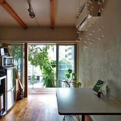 一人暮らし~1階ダイニングキッチン: 志田建築設計事務所が手掛けたダイニングです。