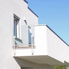 CASA IN LEGNO FORLI: Casa prefabbricata  in stile  di CasaAttiva