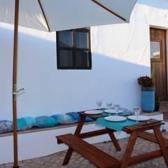 بلكونة أو شرفة تنفيذ Atelier  Ana Leonor Rocha  , بحر أبيض متوسط