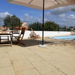Casa Antonica -Praia do Castelo Albufeira: Terraços  por Atelier  Ana Leonor Rocha