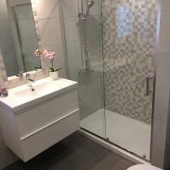 Duplex - Olivais - Instalação Sanitária: Casas de banho  por Acontece Design Solutions