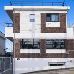 배다리주택 '오붓': AAPA건축사사무소의  일세대용 주택,모던