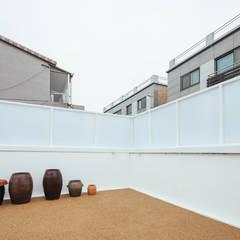 BLANK FACTORY: AAPA건축사사무소의  베란다,모던