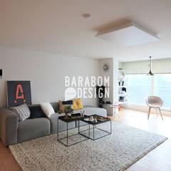 잠원동 50평 인테리어: 바라봄디자인의  거실