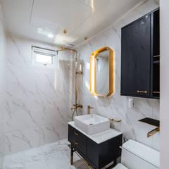 士;dang: AAPA건축사사무소의  욕실,모던