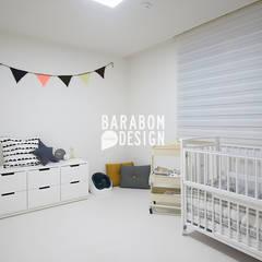 역삼동 빌라 30평 인테리어: 바라봄디자인의  아이방