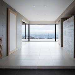Corredores e halls de entrada  por ARCHIXXX眞野サトル建築デザイン室