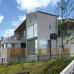眺望を楽しむ家: ARCHIXXX眞野サトル建築デザイン室が手掛けた木造住宅です。,モダン