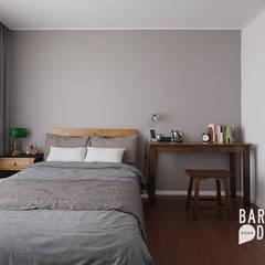 용인 수지구 동천동 수진마을 26평 인테리어: 바라봄디자인의  침실