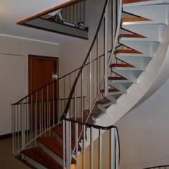 escalier : Locaux commerciaux & Magasins de style  par Desjoconception
