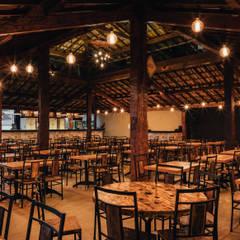 Mineiros Beer - Salão e balcão de atendimento : Espaços gastronômicos  por Estúdio MAP