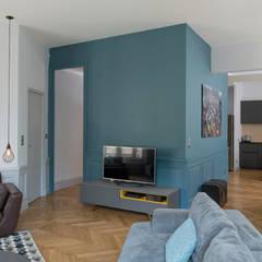 Macha's House: Salon de style de style Scandinave par Rénow