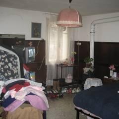Camera da letto : Camera da letto in stile  di studio arch sara baggio