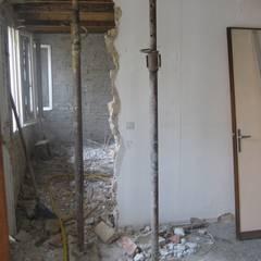 Demolizioni zona giorno: Sala da pranzo in stile  di studio arch sara baggio
