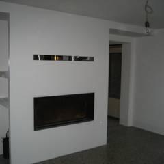 Caminetto ad aria: Sala da pranzo in stile  di studio arch sara baggio