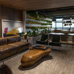 LOFT HORTA 40: Salas de estar  por STUDIO ANDRE LENZA