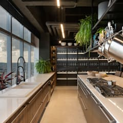 Kitchen by STUDIO ANDRE LENZA