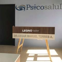 CONSULTORIO PSICOSALUD: Estudios y oficinas de estilo  por LEGNO