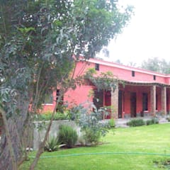 CONTRAFACHADA: Casas unifamiliares de estilo  por AREA - arquitectura y construcción