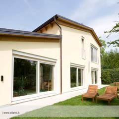 Casas prefabricadas de estilo  por EILAND