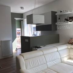 CorsoPeschiera_18: Cucina attrezzata in stile  di cubohome