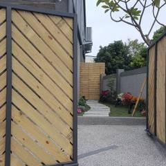 Garajes de estilo  por 懷謙建設有限公司