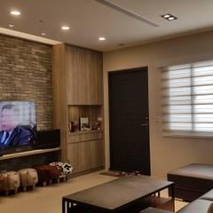 Living room by 懷謙建設有限公司,