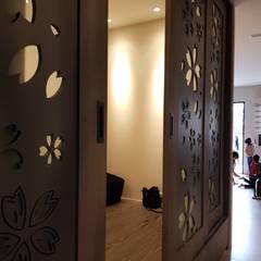 Porte scorrevoli in stile  di 懷謙建設有限公司