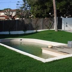Piscina y jardín: Piscinas de jardín de estilo  de Imma Carner Arquitectura Interior