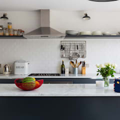 Kitchen units by VORBILD Architecture Ltd.
