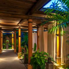 de BR ARQUITECTOS Tropical Madera Acabado en madera