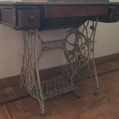 Antigua maquina de coser : Comedores de estilo clásico por ANADECO