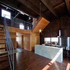 浜寺の家 / 堺市浜寺諏訪ノ森の注文住宅: 一級建築士事務所 Coo Planningが手掛けたリビングです。,ミニマル 木 木目調