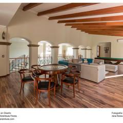 Residencia Alberta: Salas multimedia de estilo  por René Flores Photography,
