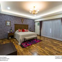 Residencia Alberta: Recámaras de estilo  por René Flores Photography