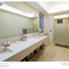 Baño recámara principal: Baños de estilo  por René Flores Photography