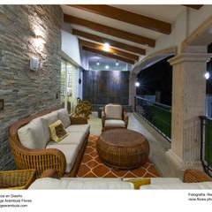 Terraza con muro llorón: Terrazas de estilo  por René Flores Photography