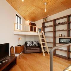 千代崎の家 / 大阪市 敷地8坪のスキップフロア狭小住宅: 一級建築士事務所 Coo Planningが手掛けた寝室です。
