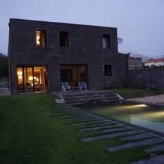 Moradia particular Casas ecléticas por SUCRRE atelier Eclético
