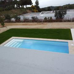 Gartenpool von Imma Carner Arquitectura Interior