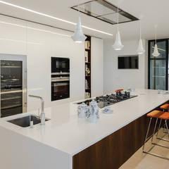 Amor à primeira vista: Cozinhas  por FABRI