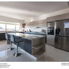 置入式廚房 by Excelencia en Diseño