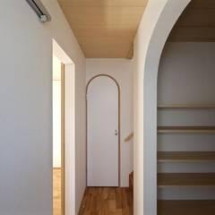 玄関&廊下: 一級建築士事務所 Coo Planningが手掛けた廊下 & 玄関です。