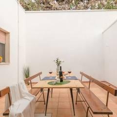 Villetta Mimosa: Giardino in stile  di Anna Leone Architetto Home Stager