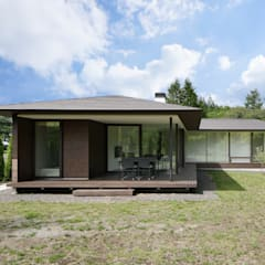 049つどいの杜 in 軽井沢: atelier137 ARCHITECTURAL DESIGN OFFICEが手掛けた家です。